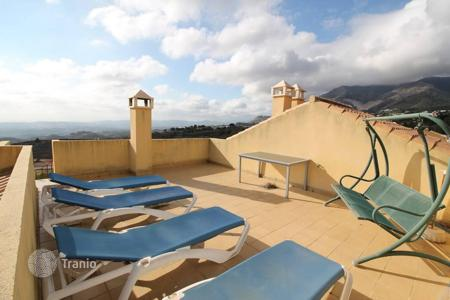 3 bedroom houses for sale in Andalusia. An excellent semi-detached house located in the urbanisation Buena Vista between Benalmadena and Mijas