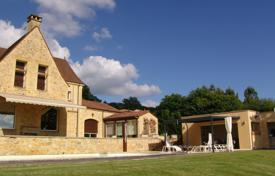 Luxury property for sale in Nouvelle-Aquitaine. Large house with spacious rooms, Marcillac-Saint-Quentin, France