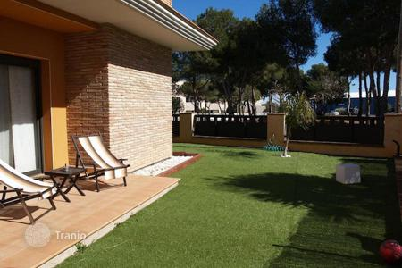 Townhouses for sale in Costa Dorada. Terraced house – Torredembarra, Catalonia, Spain