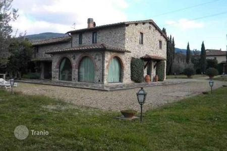 Luxury 3 bedroom houses for sale in Florence. Villa – Florence, Tuscany, Italy