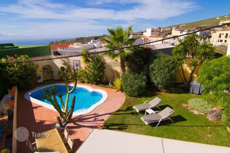 Townhouses for sale in Canary Islands. Terraced house – Fañabé, Canary Islands, Spain