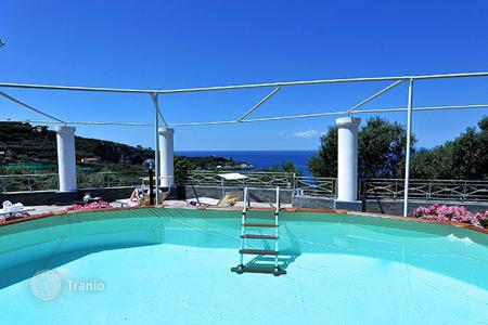 Villas and houses for rent with swimming pools in Campania. Villa Mattia