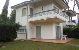 2 bedroom houses for sale in Lucca. Two-storey villa with a garden and a parking in Marina di Pietrasanta, Tuscany, Italy