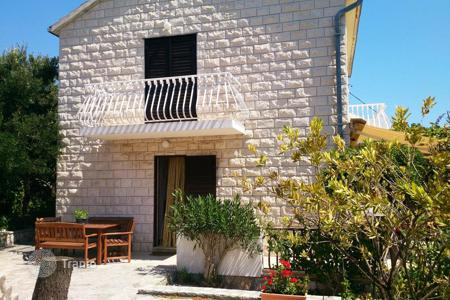 4 bedroom houses by the sea for sale in Brač. House with garden near the sea on the island of Brac, Croatia