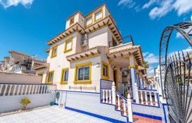 4 bedroom apartments by the sea for sale in Alicante. Townhouse of 4 bedrooms in Orihuela Costa