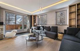 Luxury apartments for sale in French Alps. Furnished renovated duplex with a terrace, a swimming pool and a parking, in the ski resort of Val d'Isère, Savoie, France