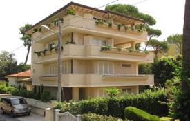 3 bedroom apartments for sale in Tuscany. New six bedroom apartment in Marina di Pietrasanta, Tuscany, Italy