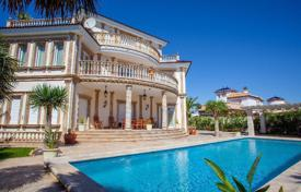 Luxury houses with pools for sale in Cabo Roig. Luxury villa