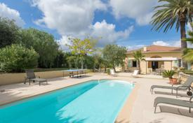 4 bedroom houses for sale in Côte d'Azur (French Riviera). Heights of St Laurent du Var, superb 160 m² villa with pool