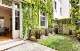Residential for sale in France. Paris 16th District – A stunning Hotel Particulier
