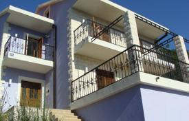 Coastal houses for sale in Igalo. Villa – Igalo, Herceg-Novi, Montenegro