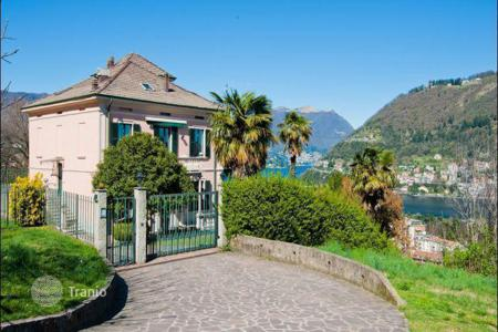 Luxury 6 bedroom houses for sale in Italian Lakes. Villa on the lake Como, Italy