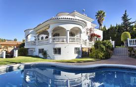 4 bedroom houses for sale in Costa del Sol. Two-storey villa with a private garden, a pool, a garage, a terrace and a sea view, Benalmadena, Spain