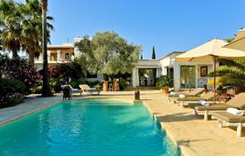 Property to rent in Cala Llenya. Spacious villa with a convenient layout, on a plot with a well-maintained garden, a swimming pool and a pond, Cala Llenya, Ibiza, Spain