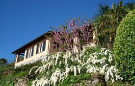 Luxury 4 bedroom houses for sale in Bellagio. Villa with stunning view of Bellagio, Italy