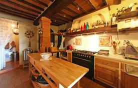 Houses for sale in Monteleone D'orvieto. Prestigious portion of hamlet, two steps from the historic center of Monteleone d'Orvieto, Umbria