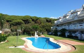 Apartments for sale in Sitio de Calahonda. Apartment with a terrace and a sea view in a residential complex with a garden and a pool on the first line from the beach, Calahonda, Spain