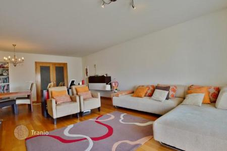 Property for sale in Carcavelos. Apartment with sea views in Carcavelos, Portugal