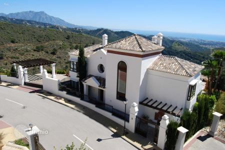 4 bedroom houses for sale in Marbella. New! Villa at Benahavis Hills Country Club
