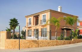 Houses with pools for sale in Finestrat. Mediterranean style villa with a pool in Finestrat, Alicante, Spain