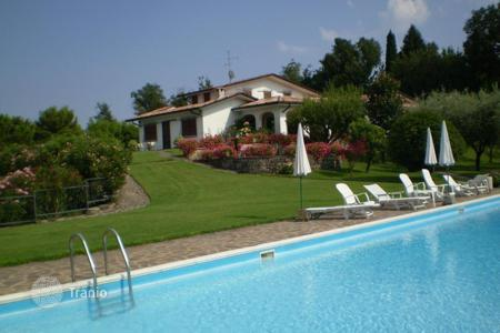 Luxury residential for sale in Salò. Luxury villa with swimming pool and park for sale at Salò, on Lake Garda, built on two levels, of 600 sq