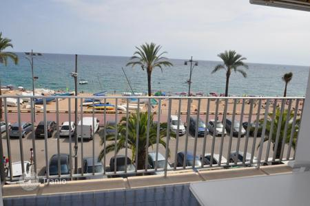 3 bedroom apartments for sale in Lloret de Mar. Apartment on the sea front in the center of Lloret de Mar