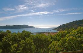Houses with pools for sale in Villefranche-sur-Mer. Town Centre — Town house for renovation