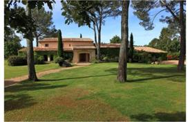 Luxury 2 bedroom houses for sale in Provence - Alpes - Cote d'Azur. Villa For Sale in Fayence
