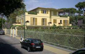 4 bedroom apartments for sale in Forte dei Marmi. Apartment – Forte dei Marmi, Tuscany, Italy