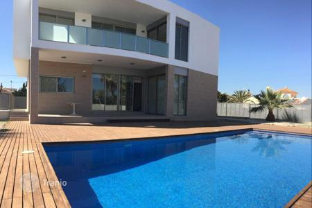 Luxury houses with pools for sale in Valencia. New villa in the style of Hi Tech Cape, Alicante