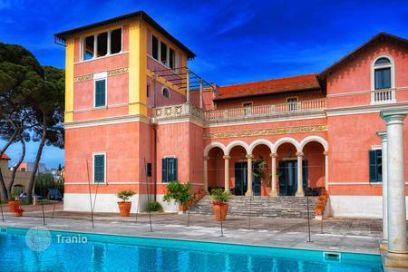 Luxury houses with pools for sale in Apulia. Historic estate with a swimming pool and a garden, Casarano, Italy