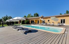 3 bedroom villas and houses to rent in Provence - Alpes - Cote d'Azur. Villa – Provence — Alpes — Cote d'Azur, France