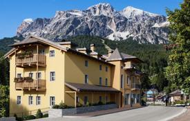 3 bedroom apartments by the sea for sale in Veneto. Apartment – Cortina d'Ampezzo, Veneto, Italy