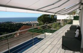 Coastal chalets for sale in Costa Brava. Fantastic house with awesome sea view in Roca Grossa