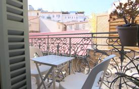 1 bedroom apartments by the sea for sale in Nice. Furnished 2 room apartment with terrace in the heart of the Carré d'Or