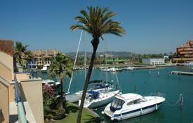 Comfortable apartment with a parking, a terrace and a sea view, Sotogrande, Spain for 320,000 €