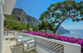 Houses with pools for sale in Èze. Beautiful villa with spectacular sea views in Eze-sur-Mer
