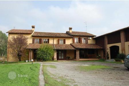 Property for sale in Lombardy. Lovely house with a big garden