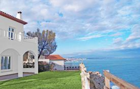 Luxury 6 bedroom houses for sale in Southern Europe. Spectacular villa at the seafront