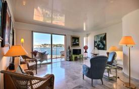 3 bedroom apartments for sale in Villefranche-sur-Mer. Penthouse with a rooftop terrace and a summer kitchen, overlooking the sea, close to beaches and the Old Town, Villefranche-sur-Mer, France