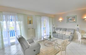 Property for sale in Western Europe. Stylish apartment with a terrace and a cellar, in a luxurious residence with a park, a concierge and a parking lot, Juan-les-Pins, France