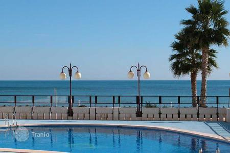 Coastal apartments for sale in Calpe. Penthouse on first line to the beach and with sea views in Calpe