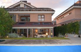 6 bedroom houses for sale in Madrid. Cottage with a terrace, Las Rozas de Madrid, Spain