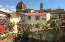 3 bedroom apartments for sale in Tuscany. Five-room apartment overlooking the Cathedral of Santa Maria del Fiore, Florence, Tuscany, Italy