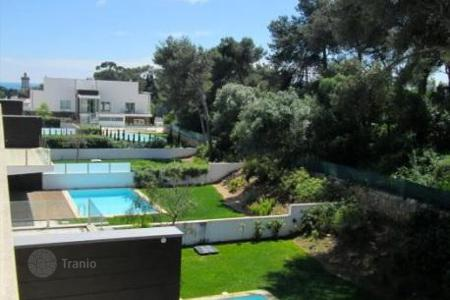 Apartments with pools for sale in Lisbon. Duplex in the prestigious condominium in Cascais