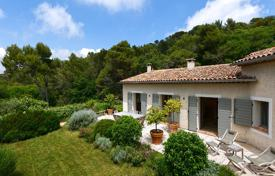 Luxury 5 bedroom houses for sale in Èze. Elegant villa, surrounded by a large park, with a swimming pool, a parking and a winter garden, in a quiet area, Eze, France