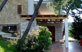 4 bedroom houses by the sea for sale in Split-Dalmatia County. Villa with a private garden, a grill area, a terrace and a sea view, Splitska, Croatia