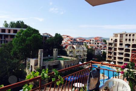 Cheap apartments for sale in Bulgaria. Apartment with a balcony overlooking the pool, in a residential complex on the beach in Sunny Beach