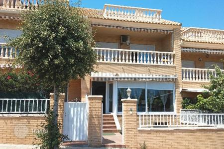 Foreclosed 3 bedroom houses for sale in Spain. Villa – Alicante, Valencia, Spain