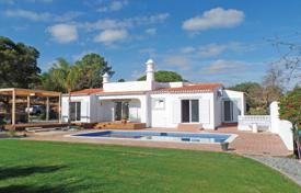 2 bedroom houses for sale in Faro. Traditional villa with contemporary interior, pool and distant sea views, near Carvoeiro